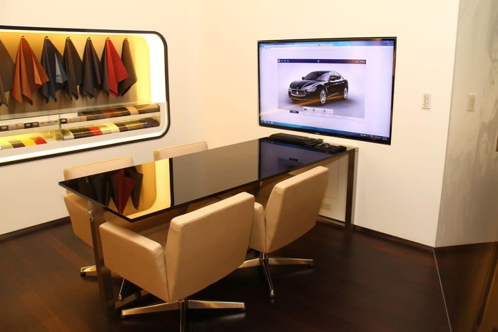 環境十分舒適,讓高端消費者們可以在此讓自己的想法實現在愛車上。