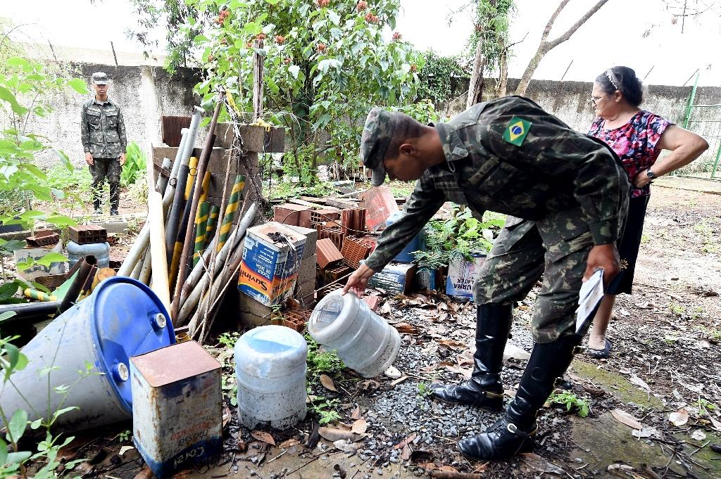 Brazil has mobilised more than 220,000 troops to combat the spread of the Aedes aegypti mosquito which transmits the Zika virus (AFP Photo/Evaristo Sa)
