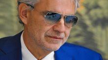 Pioggia di critiche su Bocelli senza mascherina
