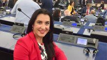 Mónica González, la argentina que pasó de inmigrante sin papeles a parlamentaria europea
