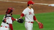 Reds surge into playoff contention, beat White Sox 7-1