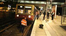 Polizei und Feuerwehr: Blaulicht-Blog: Einkaufswagen im Gleis blockiert S-Bahn