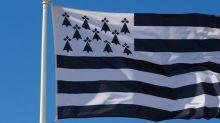 Nantes se rapproche de la Bretagne en hissant ledrapeau de la région