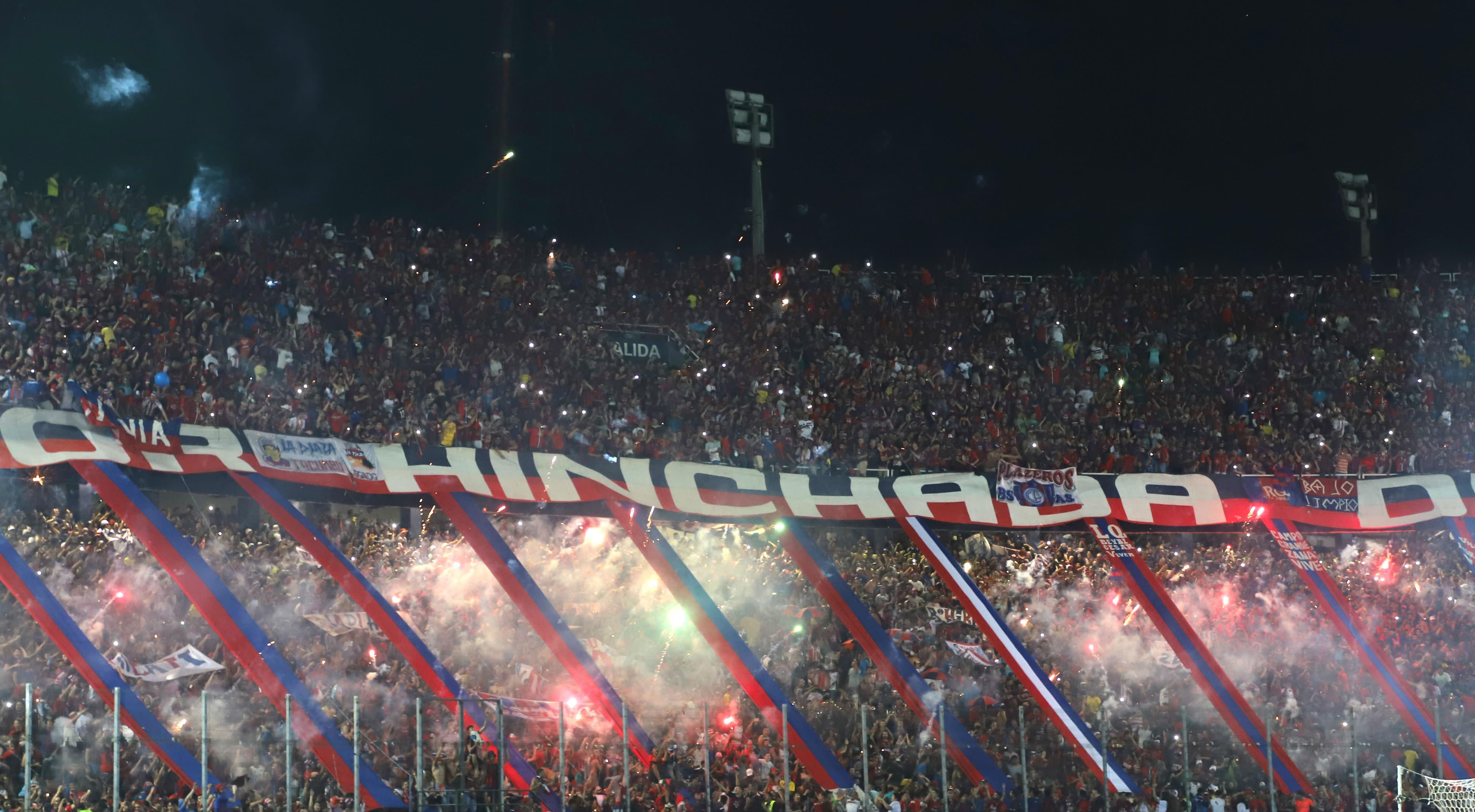 El encargado de Eventos Deportivos de la Policía pidió un castigo para los inadaptados, que hicieron de las suyas en el 'clásico' paraguayo.