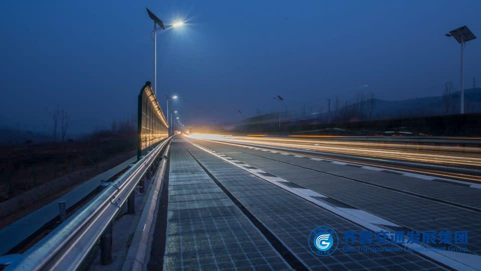 齊魯交通發展集團在濟南一段高速公路上鋪設太陽能裝置,收集到的電力,足以供道路照明與800個家庭使用