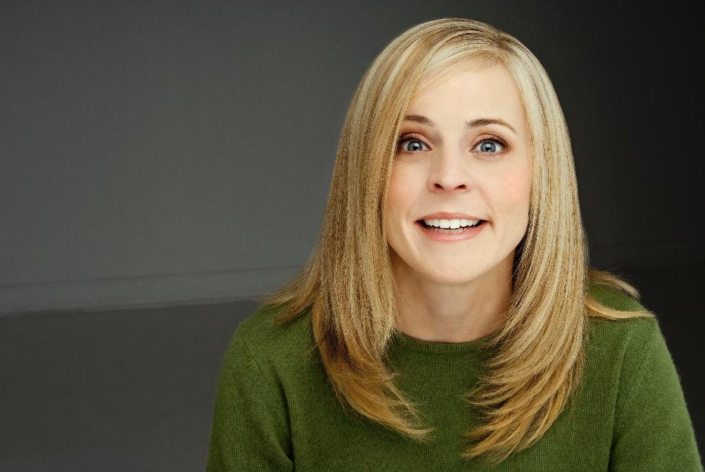 American comedian Maria Bamford, who's suffered from mental illness, is still fighting and draws on her ordeal to make people laugh