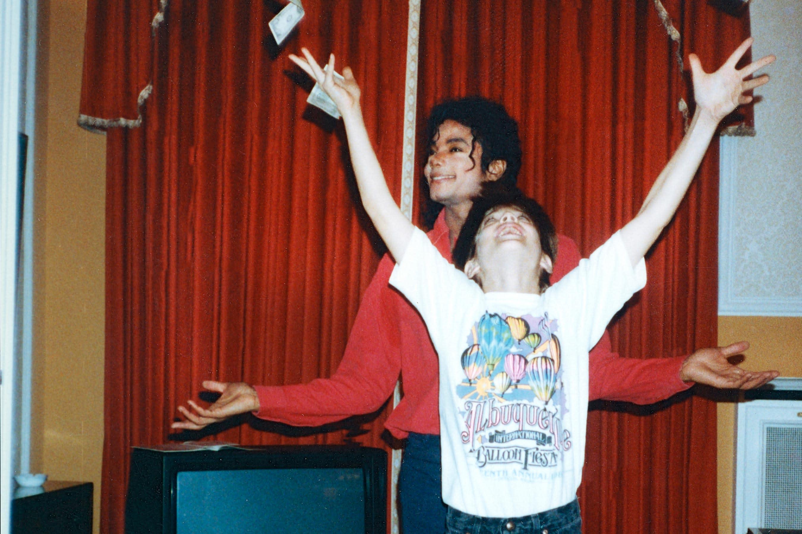 Twitter Explodes Over Shocking Michael Jackson Doc Leaving