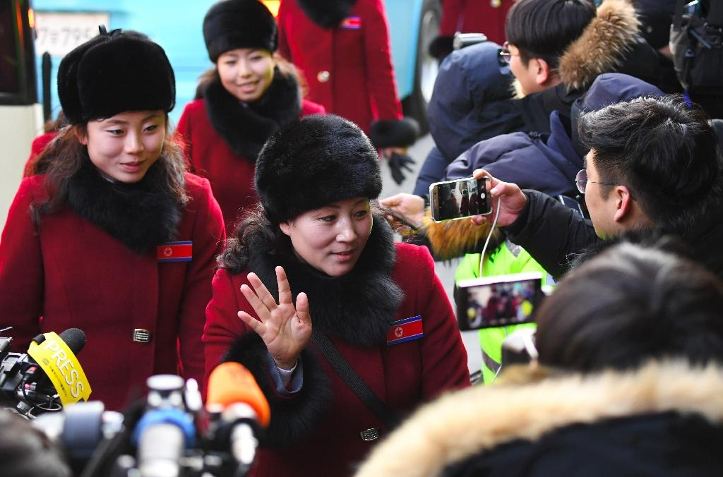 Smiling North Korean cheerleaders arrive at their South Korean hotel waving and smiling broadly on Wednesday, two days ahead of the Pyeongchang Winter Olympics (AFP Photo/JUNG Yeon-Je)