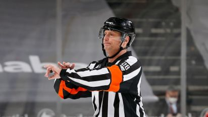 Hockey fans are hot over ref's disastrous Game 4