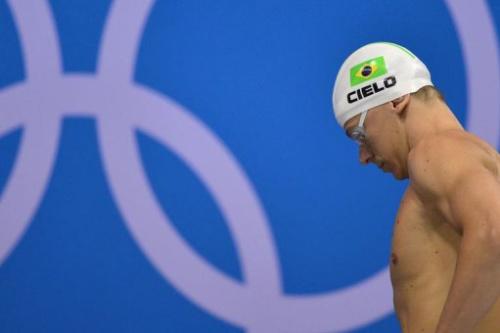 El nadador César Cielo se prepara para participar en la semifinal de 50m libres, el jueves en Londres
