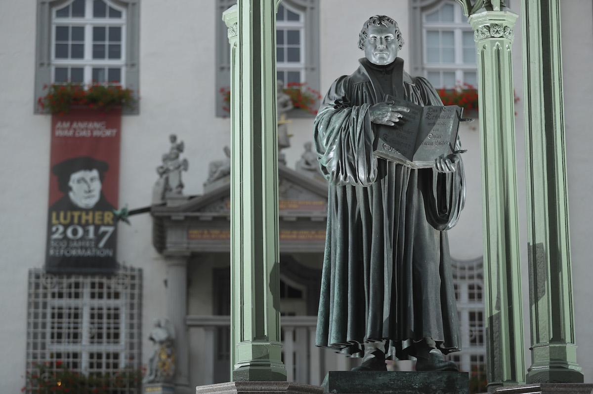 what are the 95 theses martin luther yahoo Atheists' project lets you compile your own 95 theses to post to church doors they launched their 95 tweets project just ahead of the 500th anniversary of martin luther nailing his 95 theses to a.