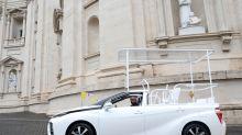 Un Toyota Mirai se convierte en el primer papamóvil ecológico que no emite contaminantes