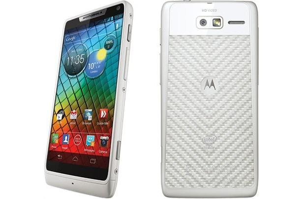 White Motorola RAZR i lands in the UK on December 22nd