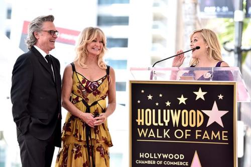 Reese Witherspoon praises Goldie Hawn.