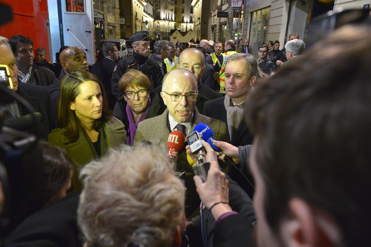 French Interior Minister Bernard Cazeneuve (C) speaks to journalists at the scene where a driver ploughed into a Christmas market in Nantes on December 22, 2014 (AFP Photo/Georges Gobet)