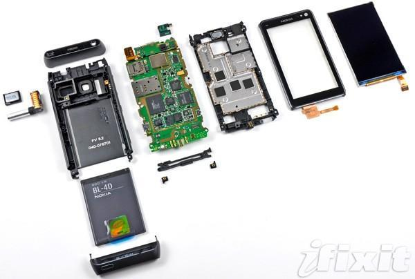 Nokia N8 teardown reveals easily replaceable battery, 'beefy' construction