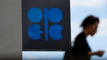 OPEP y Rusia acuerdan recorte producción de crudo pese a presión de EEUU