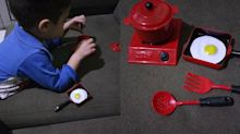 Após comprar kit de cozinha para o filho, mãe faz desabafo no Facebook