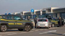 Finanza scopre 47 taxi illegali all'aeroporto di Malpensa: multati