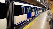 Afila un cuchillo en un vagón del metro de Madrid