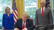 """LO ÚLTIMO: Trump firma orden ejecutiva para mantener unidas a las familias en la frontera, pero mantiene la """"tolerancia cero"""""""