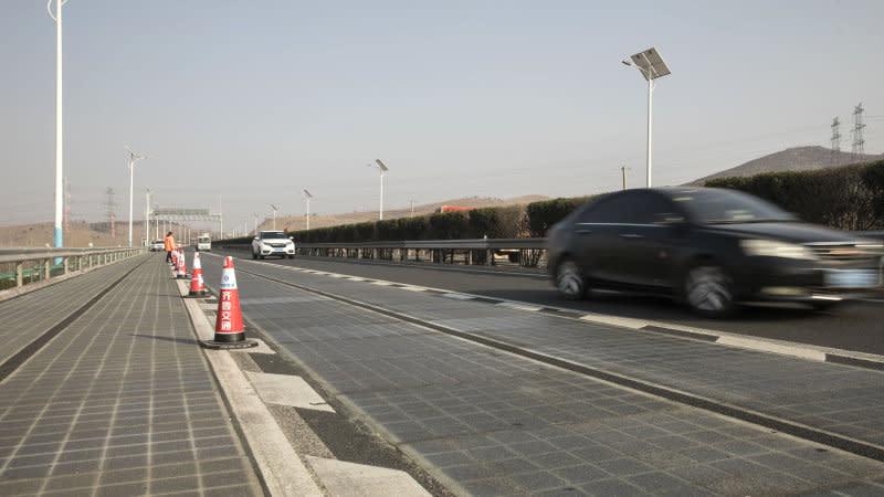用路兼發電!中國濟南太陽能高速公路通車
