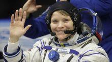 Para llevar a la primera mujer a la Luna, la NASA requiere un traje específico para las astronautas