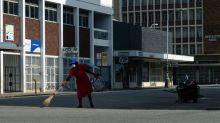 Police patrol streets as Zimbabwe begins coronavirus lockdown