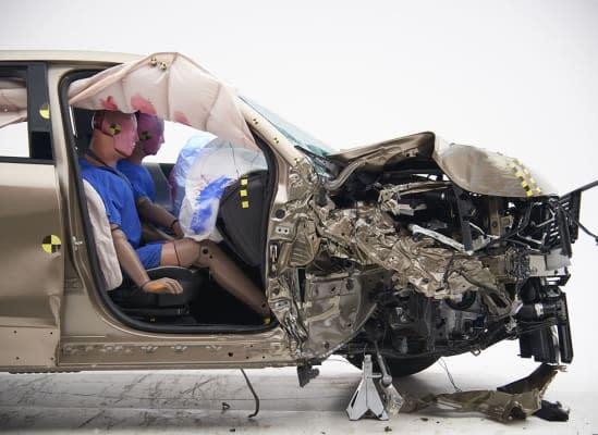 IIHS小型撞擊測試首席工程師Becky Muller認為,車上其他乘客都應該得到與駕駛人相同的安全保護