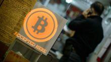'Minerar' bitcoins: venezuelanos tentam fugir da inflação