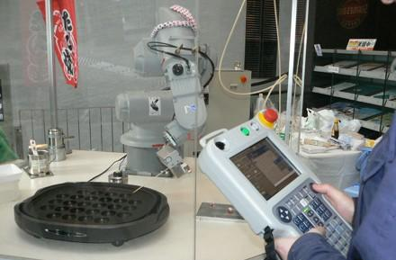 Robot chef whips up delicacies we wouldn't dare touch