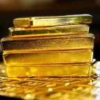 Russian plane loses cargo of gold on takeoff