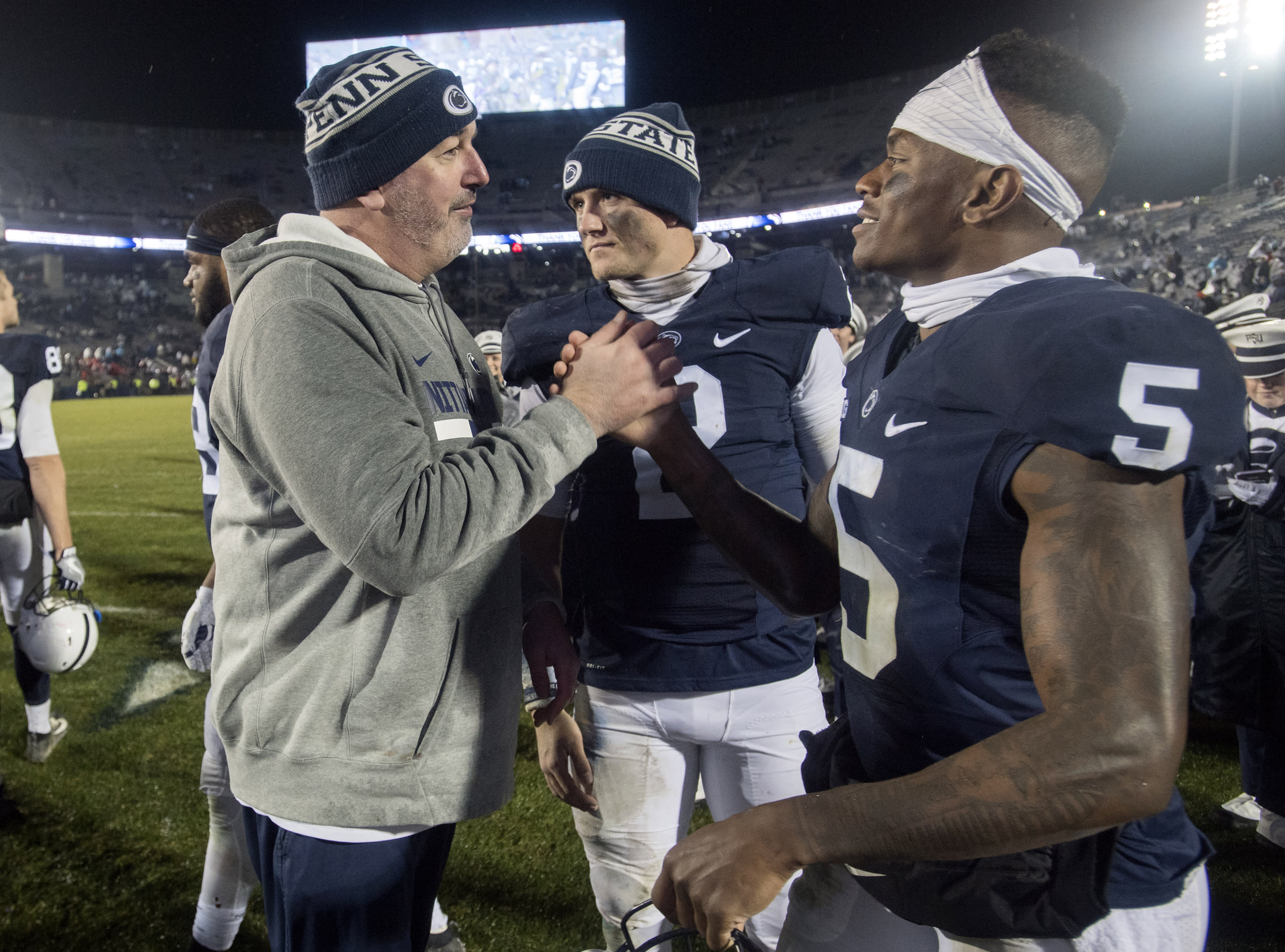Joe Moorhead Asks If Player Knows His Ring Size Upon