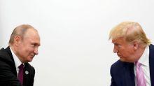 RESUMEN-Putin pide acciones para abordar crisis del petróleo, Trump lamenta desplome de precios