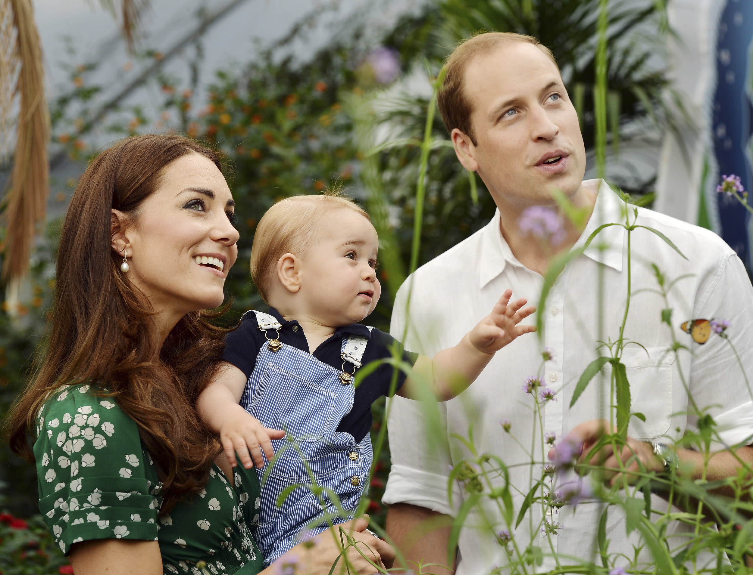 Britain's Catherine, Duchess of Cambridge, carries her son Prince George alongside her husband Prince William as they visit the Sensational Butterflies exhibition at the Natural History Museum in London, July 2, 2014. Prince George celebrates his first birthday on July 22. Picture taken July 2, 2014. REUTERS/John Stillwell/Pool (BRITAIN - Tags: ROYALS SOCIETY TPX IMAGES OF THE DAY) ATTENTION EDITORS - FOR EDITORIAL USE ONLY. NOT FOR SALE FOR MARKETING OR ADVERTISING CAMPAIGNS