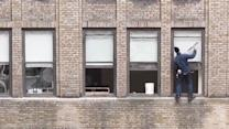 Death-Defying Window Washer Works Without Harness