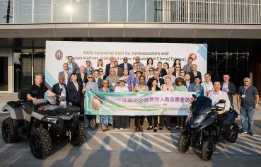 駐臺使節團訪宏佳騰、國內外車款合體亮相展實力!