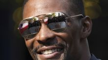 Chris Bosh makes himself available to the highest-bidding NBA contender