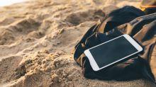 Perfekt für die Strandzeit: So schützt du dein Handy vor Sand