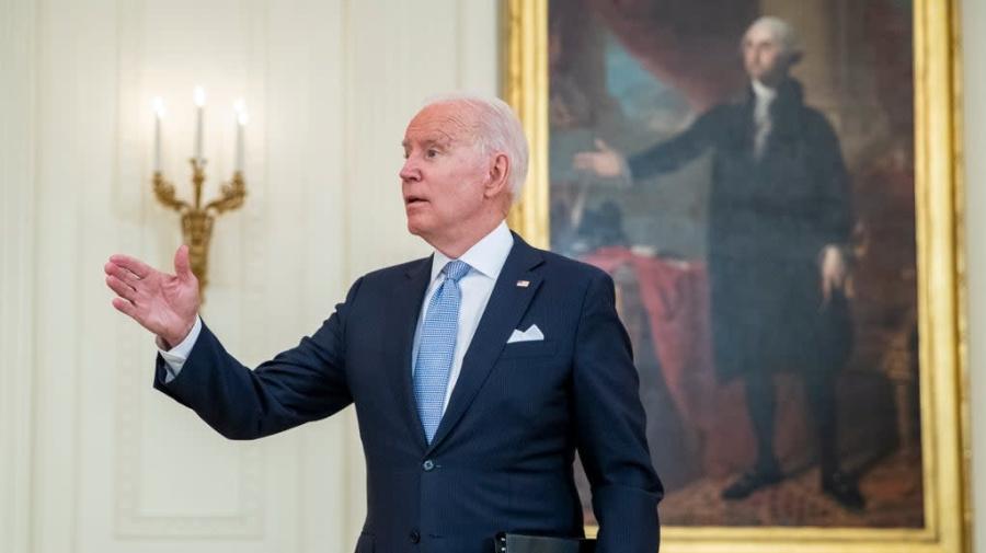 Biden anuncia incentivos para las vacunas que incluyen 100 dólares