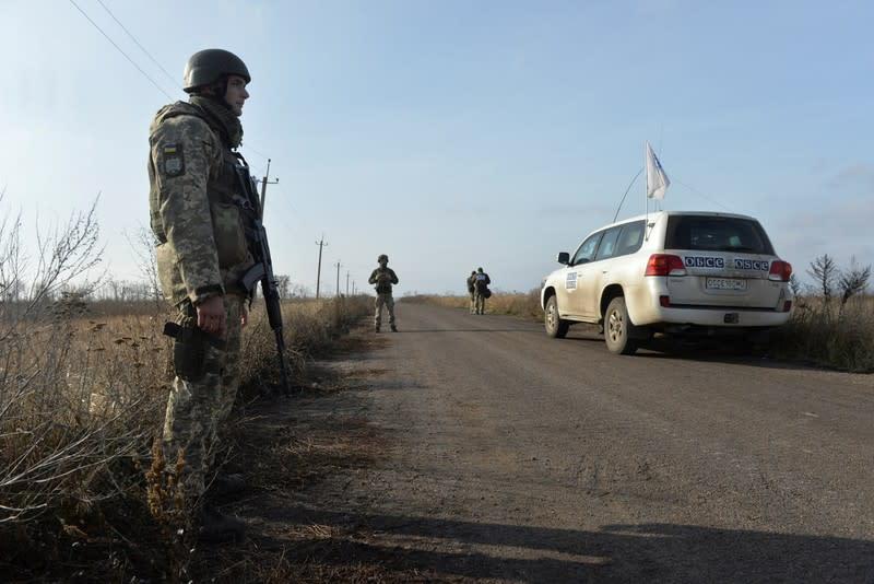 Ukraine, Russian-backed rebels begin Donbass village withdrawal