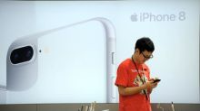 iPhone 8: small queues and muted reaction lead to questions over demand