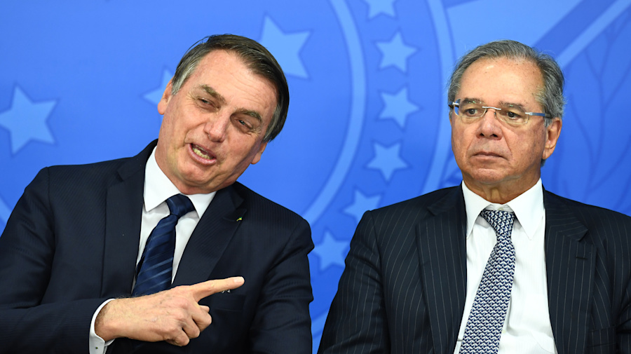 Bolsonaro parte para ataque contra ex-embaixadores