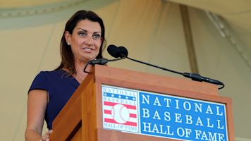 Halladay's wife spins a gem at HOF enshrinement