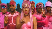 Ela voltou! Lady Gaga lança clipe e é comparada com 'Power Rangers'