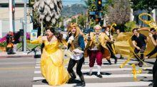 James Corden 在馬路上演出重口味版的《Beauty And The Beast》!
