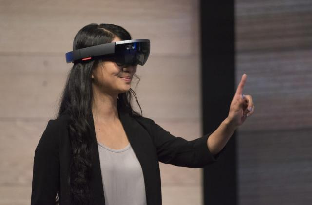 Microsoft HoloLens can talk to just about any device