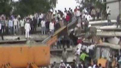 Raw: Deadly Building Collapse in Mumbai, India