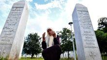 Muçulmanos bósnios lembram vítimas do massacre de Srebrenica, há 25 anos