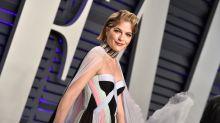 Nach MS-Diagnose: Selma Blair verzaubert Oscar-Carpet mit besonderem Accessoire